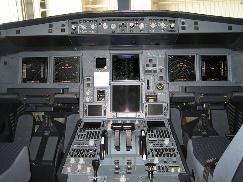 800px-Airbus A330-200 flight deck forward displays