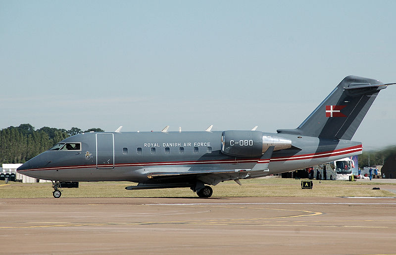 800px-Danish airforce challenger 604 at riat 2010 arp