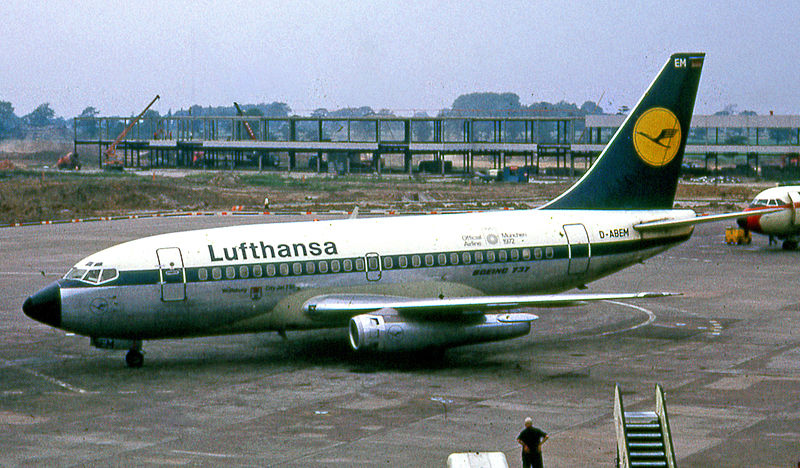 800px-Lufthansa Boeing 737-100 at Manchester Airport in 1972