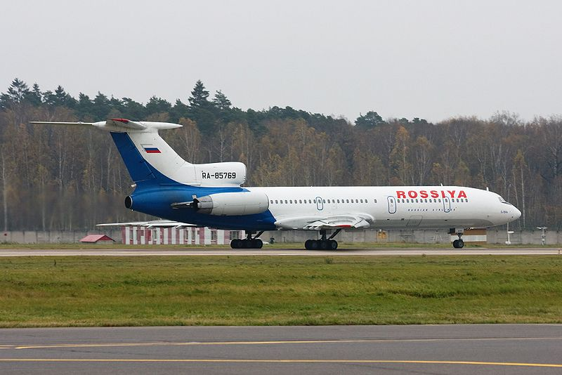 800px-Rossiya Tu-154 on departure