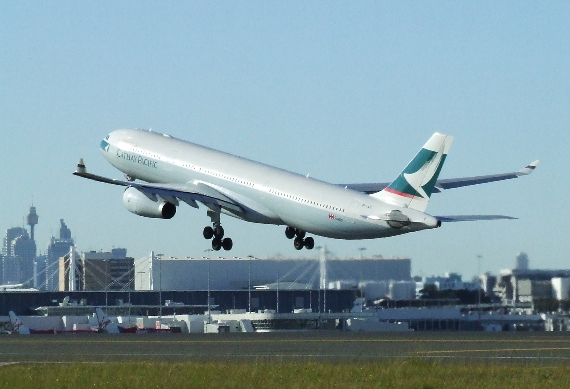 Cathay Pacific A330-300 B-LAE SYD 06-08